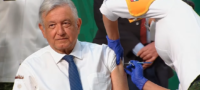 No duele y nos protege mucho; AMLO recibió vacuna antiCovid en Palacio Nacional