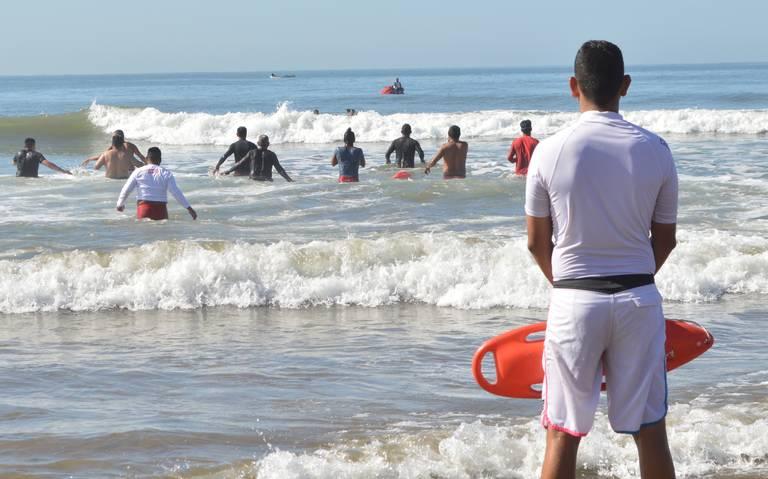 Policiaca: Salvavidas de Mazatlán frustran suicidio en una playa