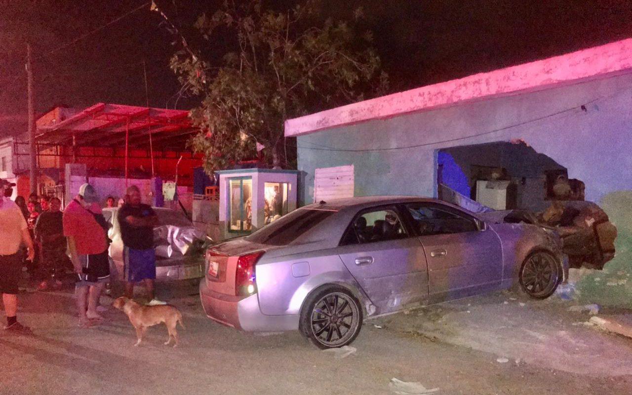 Policiaca: Cafre al volante choca dos automóviles y se mete a vivienda en colonia Otilio Montaño de Monclova