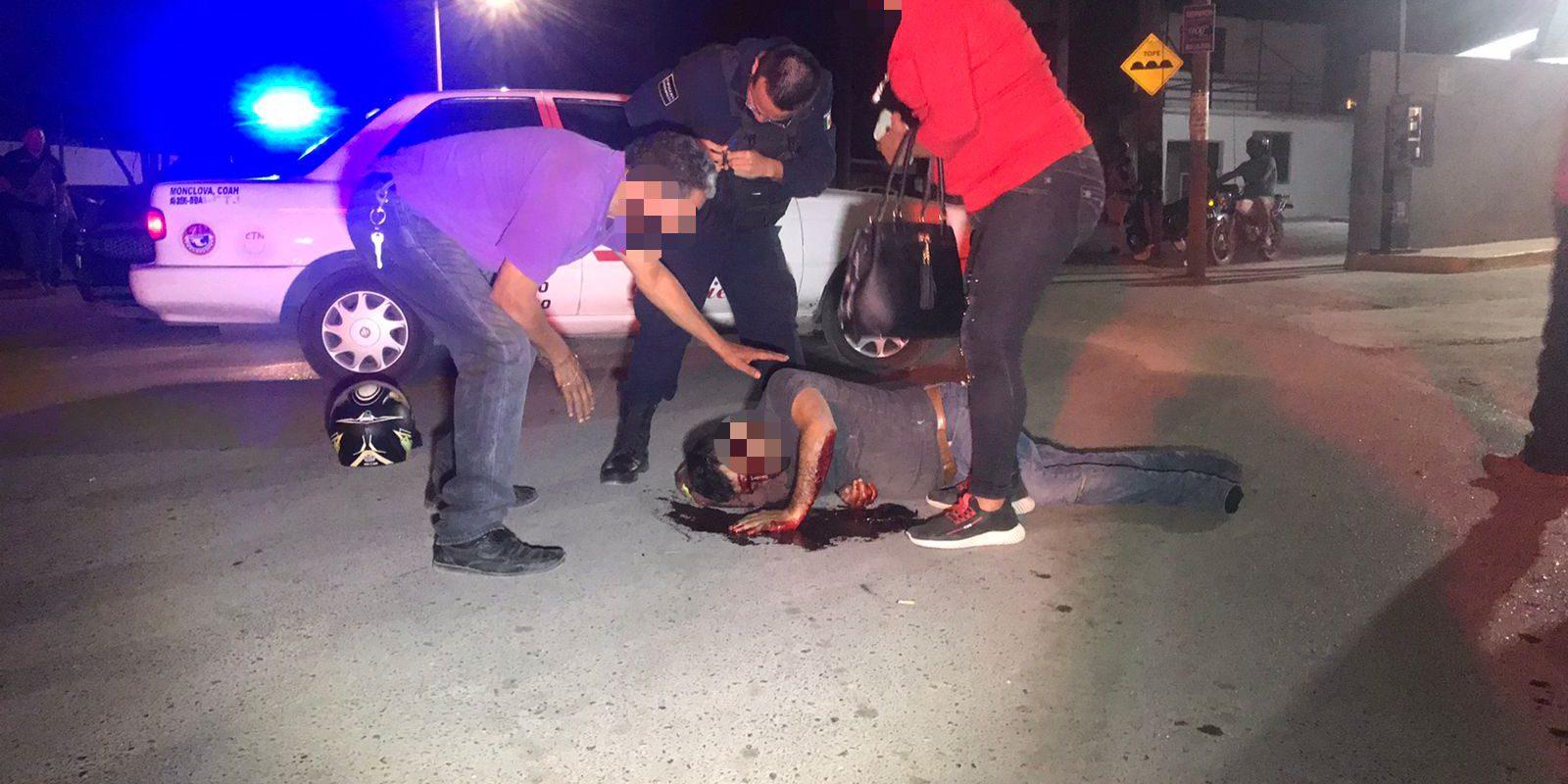 Policiaca: Sale a comprar medicamento para su mamá y arrolla a un motociclista dejándolo severamente lesionado