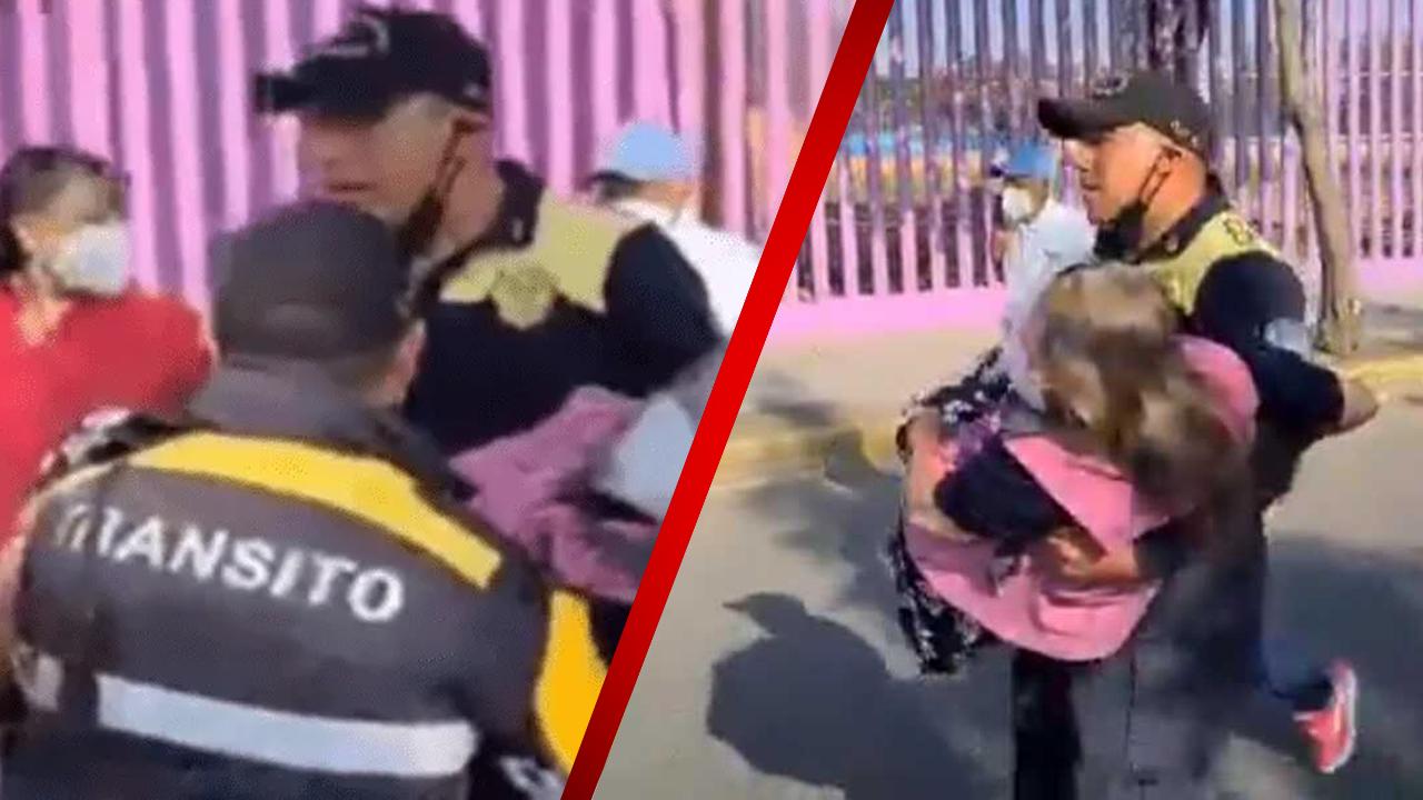 Policías cargan a abuelita para que pueda a recibir vacuna