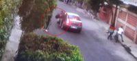 Policiaca: Ladrón armado asalta a niños que jugaban en la calle