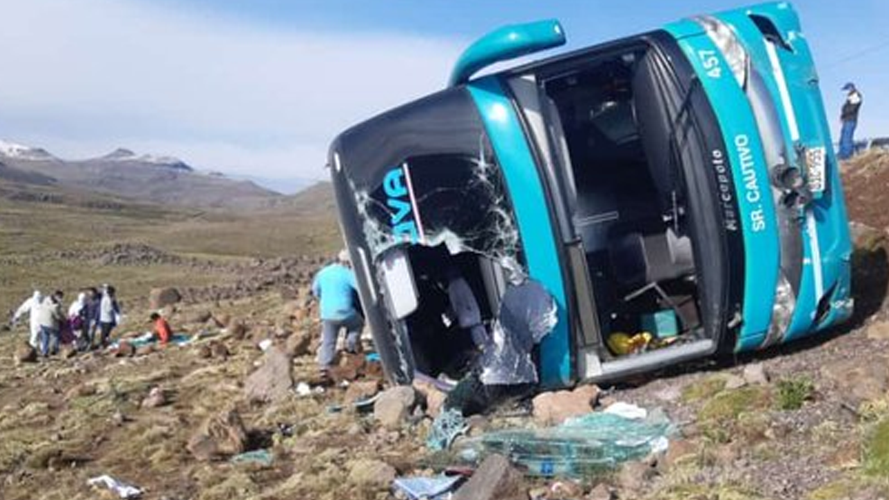 Accidente de autobús deja 17 personas heridas y 9 fallecidos en Perú