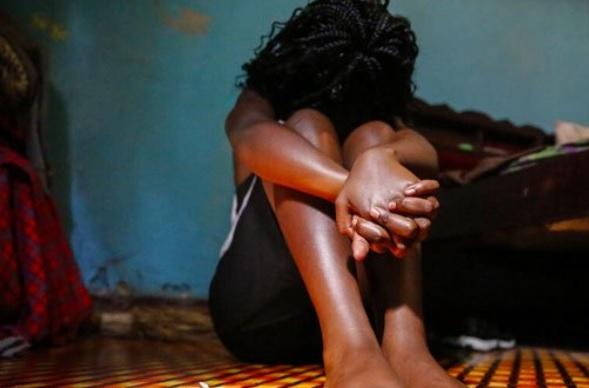 Maestro de arte abusó sexualmente de una alumna de 15 años; agresor está prófugo