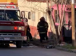 Policiaca: Familia se queda en la calle; intenso incendio deja su casa en cenizas