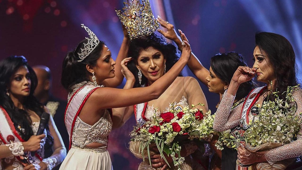 Arrestan a la 'Señora Mundo', la mujer que arrebató la corona a Mrs Sri Lanka y la acusó de estar divorciada