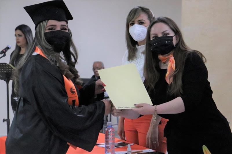 Primera generación del programa estatal 'Preparatoria abierta para las mujeres'