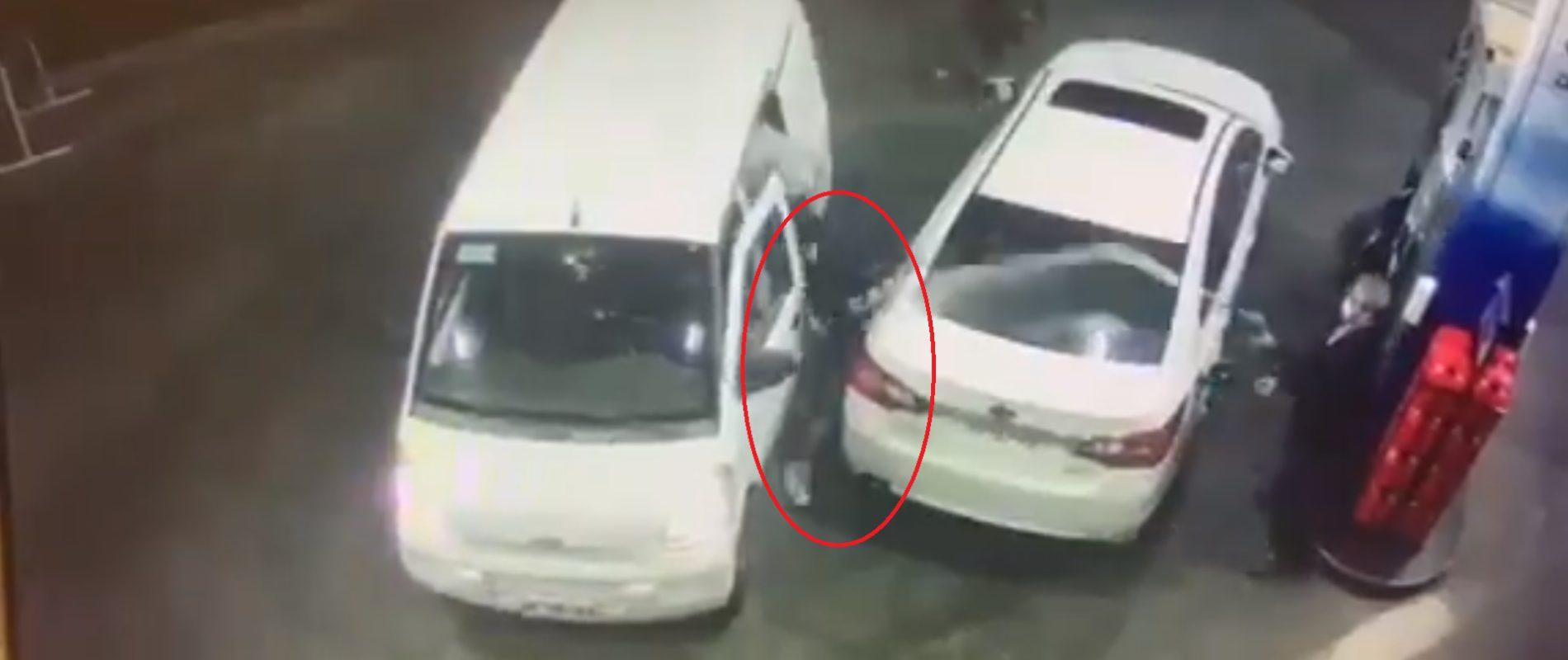 Despachador avienta gasolina a sujetos armados para no ser asaltado