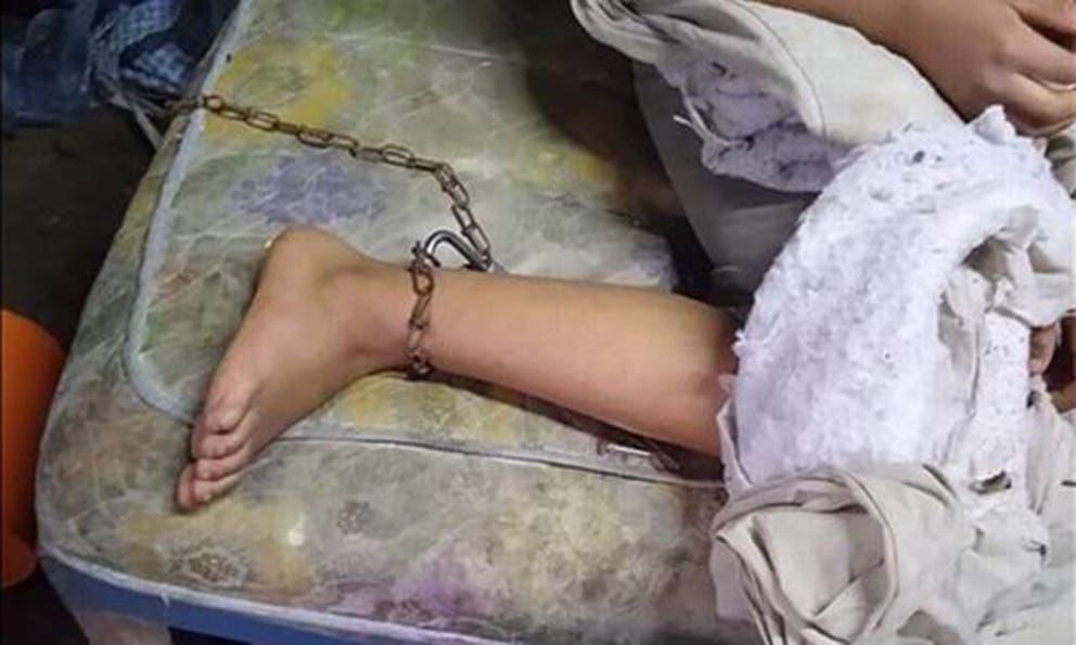 Niñita de 9 años fue brutalmente golpeada por su mamita; la mantenía encadenada