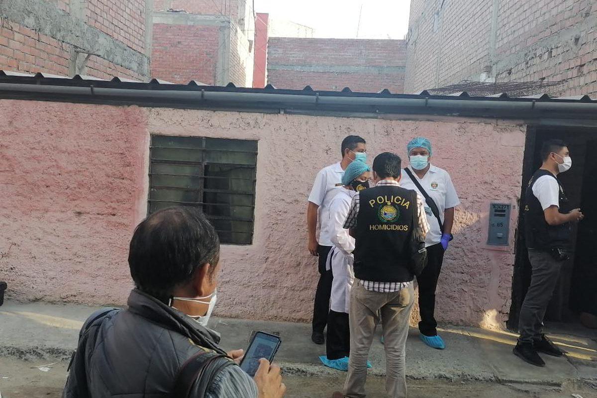 Policiaca: Mantuvo el cuerpo de su esposa por 33 días; lo tiró poco a poco