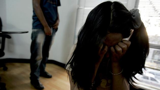 Siempre serás mía: sujeto violó y abusó de su hijastra por casi 10 años, la tenía amenazada