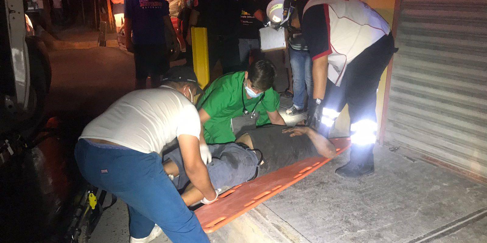 Policiaca: Ebrio conductor hace chuza con tres vehículos y una vivienda; queda lesionado en Monclova