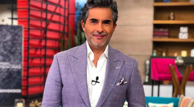 De rodillas Raúl Araiza festejó campeonato de Cruz Azul; Marisol González pagó apuesta
