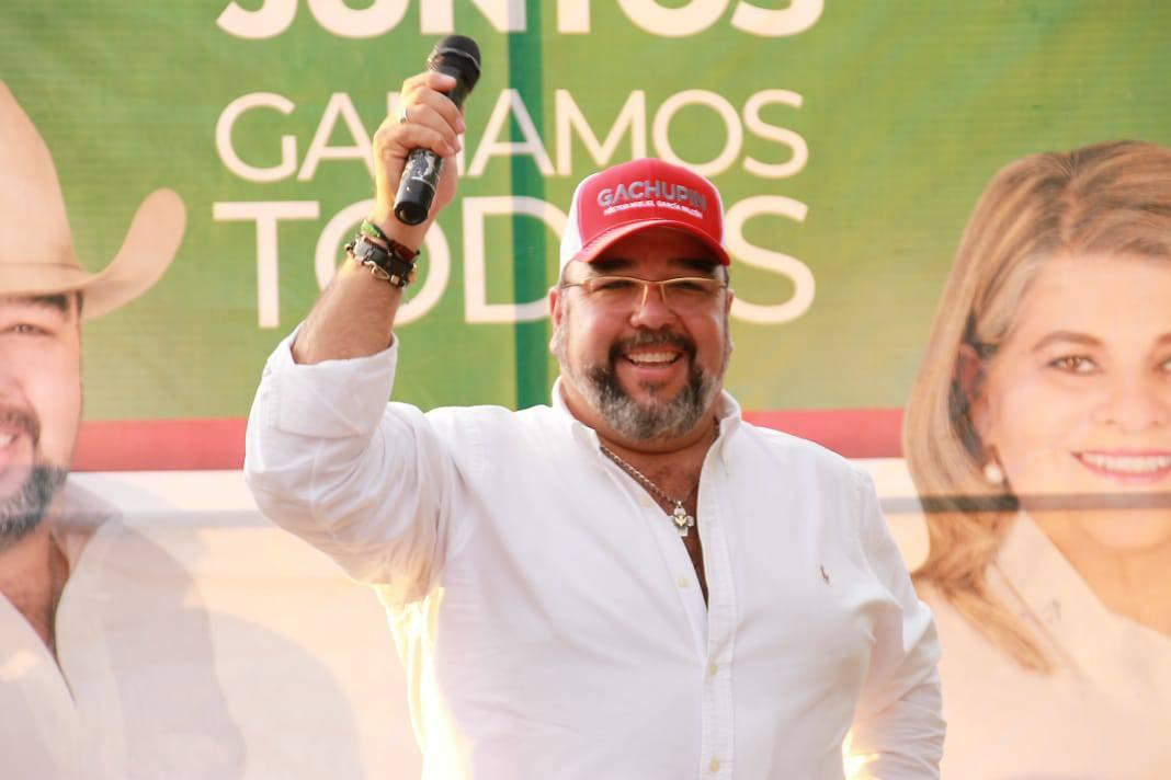 Cierra Gachupín campaña con broche de oro; 3 mil autos hacen caravana de victoria