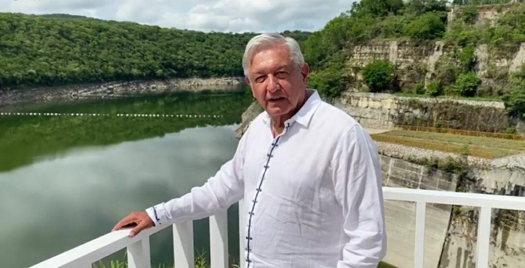 Frente al embalse de la presa La Angostura, el tabasqueño describió su trabajo