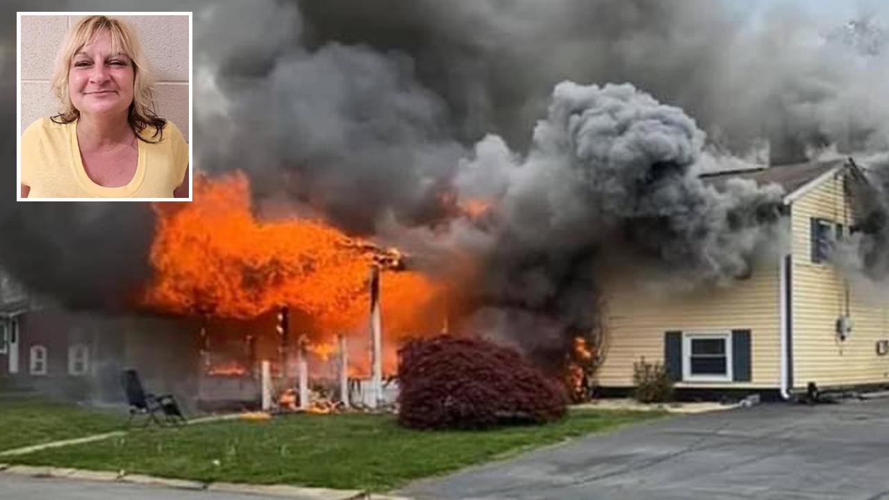 Mujer prende fuego a su casa con una persona dentro y se sienta tranquilamente a ver lo que hizo