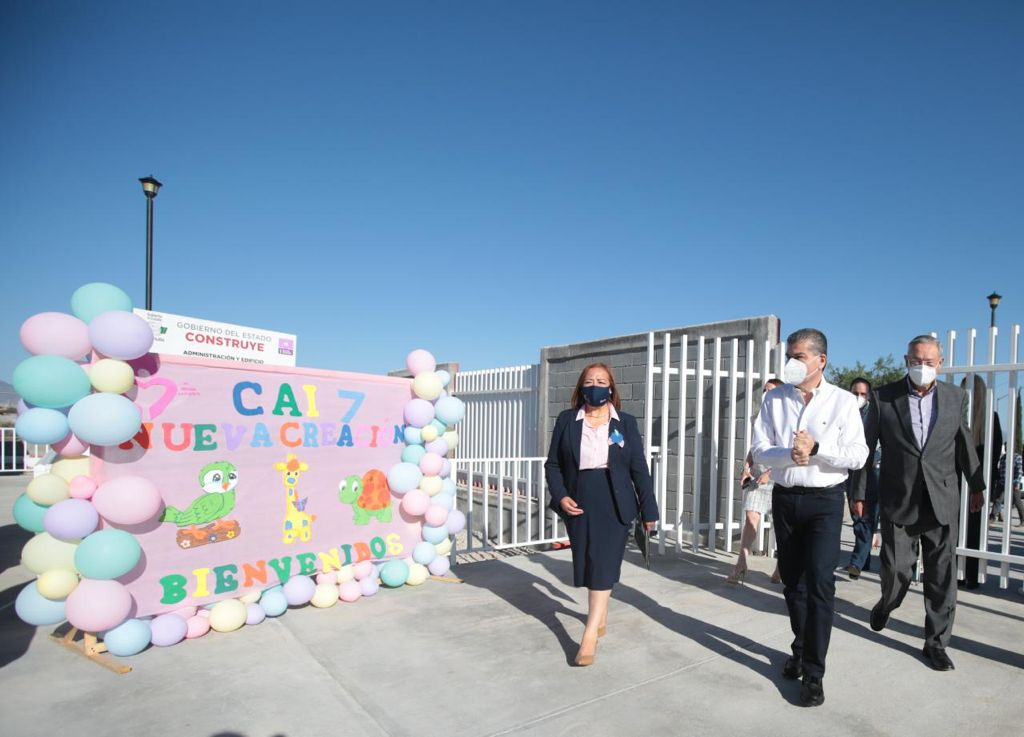 Visita Miguel Riquelme el centro de atención infantil 7, en Saltillo