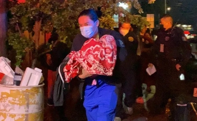 En plena madrugada, bebito 6 meses fue tirado en la calle; lloraba desesperado