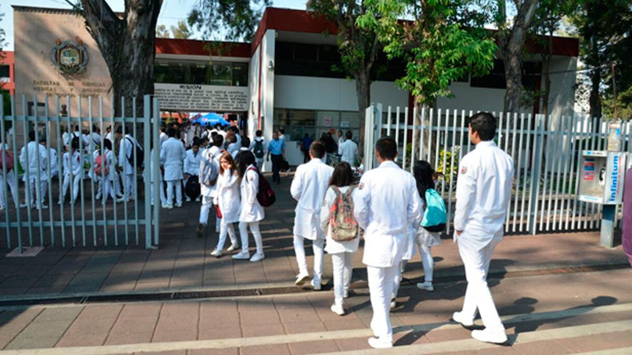 Atrapan a alumna usando lentes con videocámara en examen de medicina