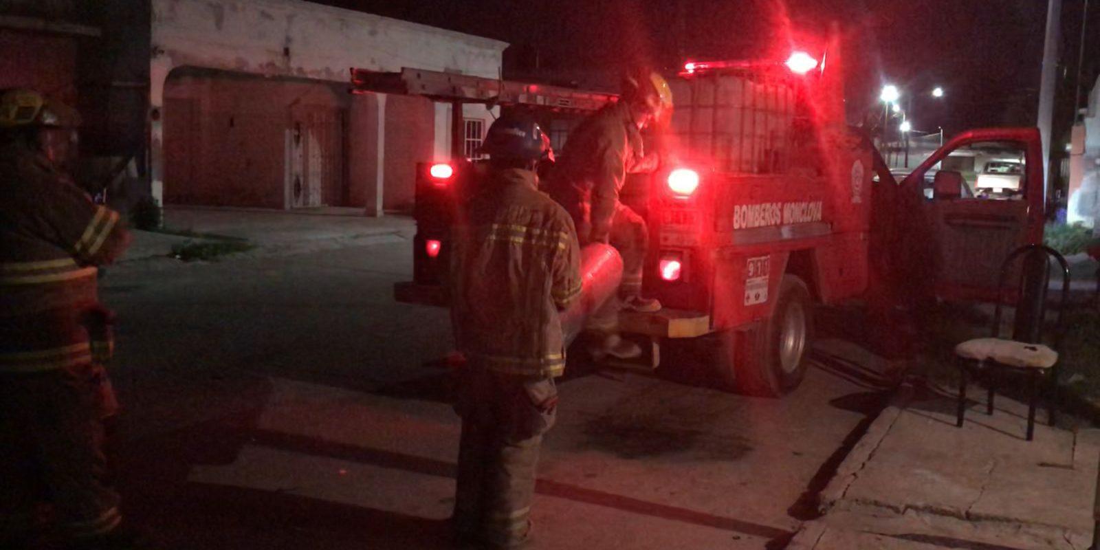 Policiaca: Familia se pone en riesgo ante fuga de gas LP en Monclova