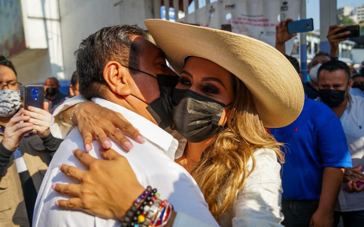 Festeja Evelyn Salgado victoria virtual en Acapulco; hace fiesta en grande
