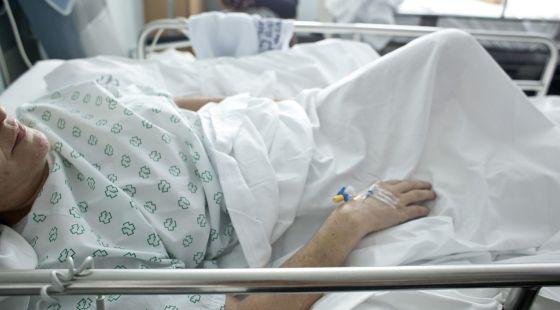 Mujer choca y sufre terrible fractura: Médicos del IMSS logran unir cabeza de paciente a su columna