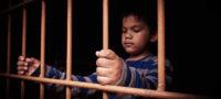 Niño defiende a muerte a su hermanita y va a la cárcel; su padrastro intentó violarla
