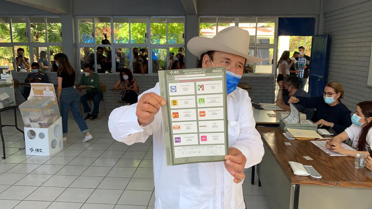 Llama Guadiana a votar con libertad, emite su sufragio en el norte de la ciudad