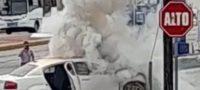 Policiaca: Cargaba gasolina y se empieza a incendiar su carro; despachadores rápido hacen paro de emergencia en las bombas, en Monclova