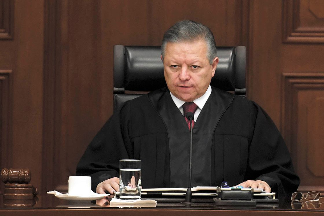 Arturo Zaldívar, presidente de la Suprema Corte de Justicia, acudió a emitir su voto
