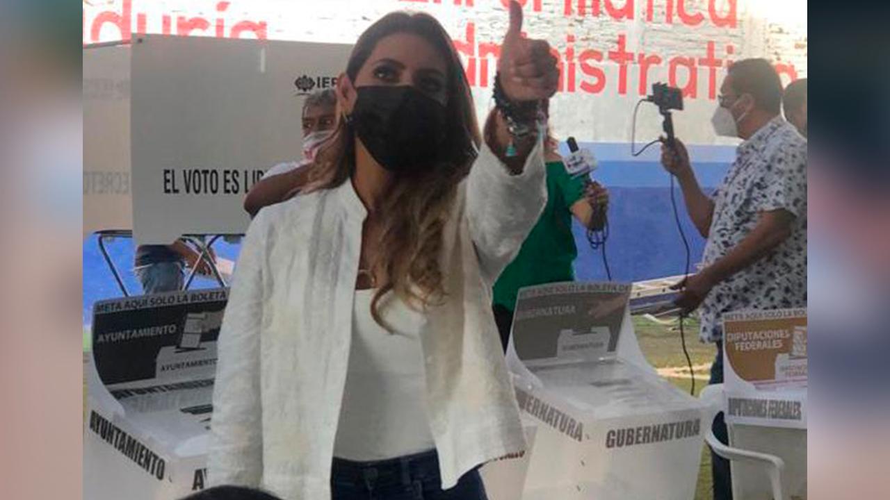 Evelyn Salgado Pineda acude a emitir su voto; confío en organismos electorales