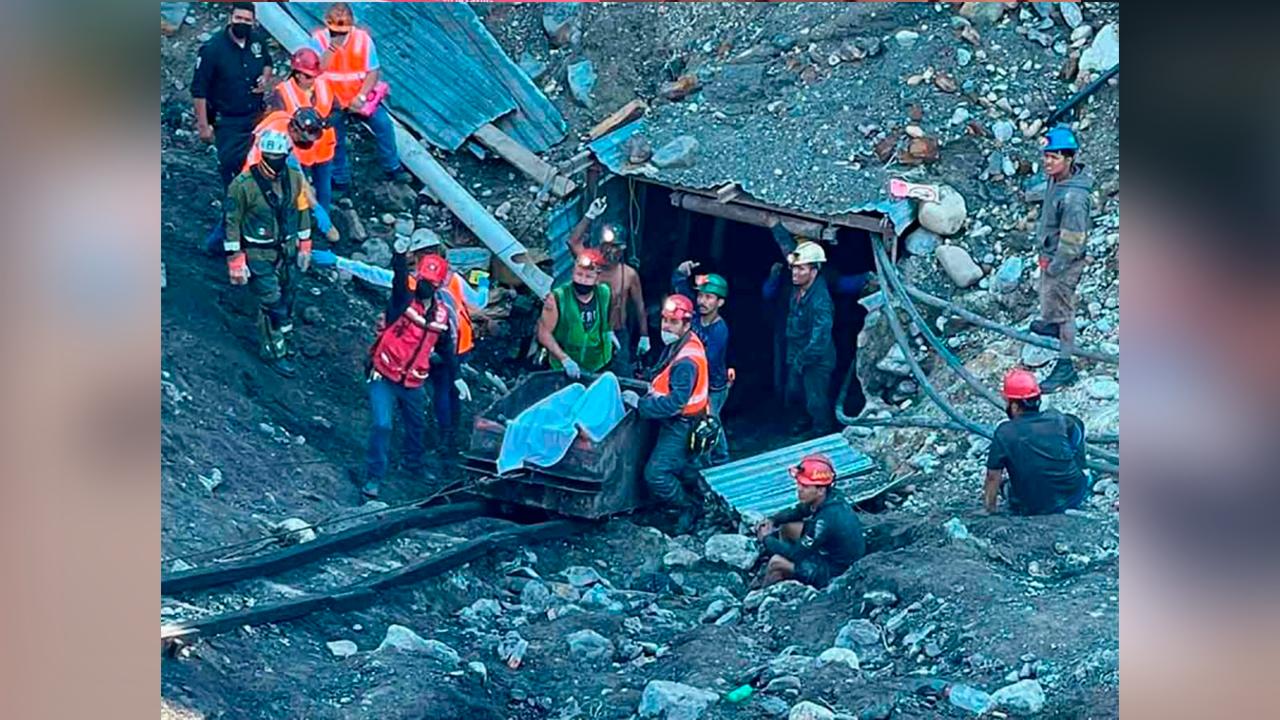 Entregan cuerpo de minero de Múzquiz a familia equivocada; era Damián, no Juan Carlos