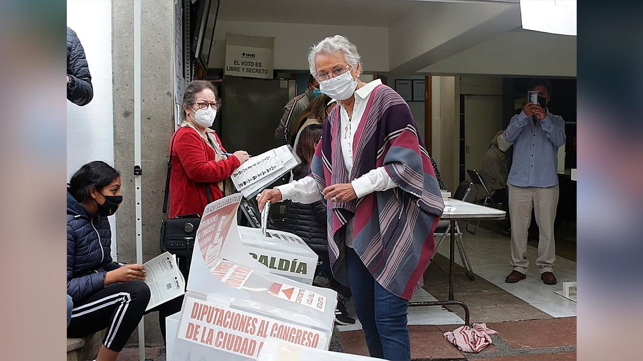 Olga Sánchez Cordero acude a emitir su voto; que sea una fiesta de democracia