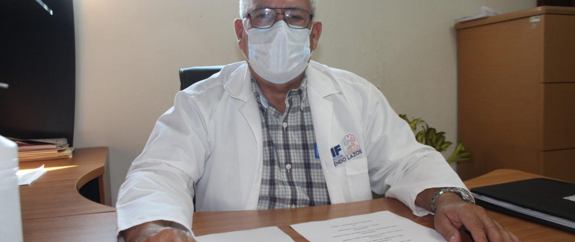 Dr. Arturo González, director del Hospital DIF en Monclova, recomendó a la ciudadanía no bajar la guardia y atender todas las medidas preventivas contra el Covid