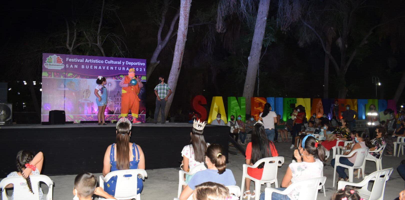 Con cuenta cuentos y payaso se divierten niños en semana cultural de San Buenaventura