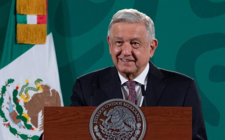 AMLO firma decreto para fortalecer aduanas y combatir contrabando; SEDENA y MARINA participarán