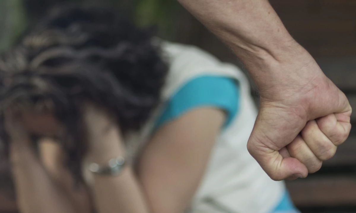 Pequeñito defendió a su mamita de los golpes de su papá: Lo amenazó con un cuchillo
