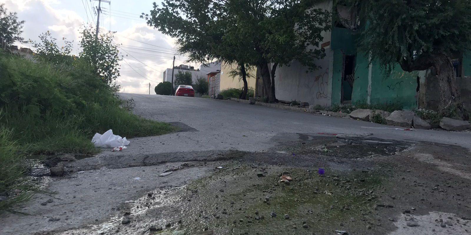 Vecinos de colonias Praderas de Monclova denuncian fuerte foco de infección por drenaje colapsado