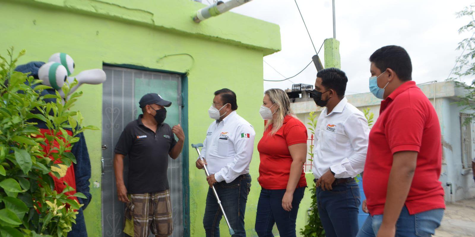Ayuda la CROC a Don Raymundo con aparatos ortopédicos; batallaba para caminar