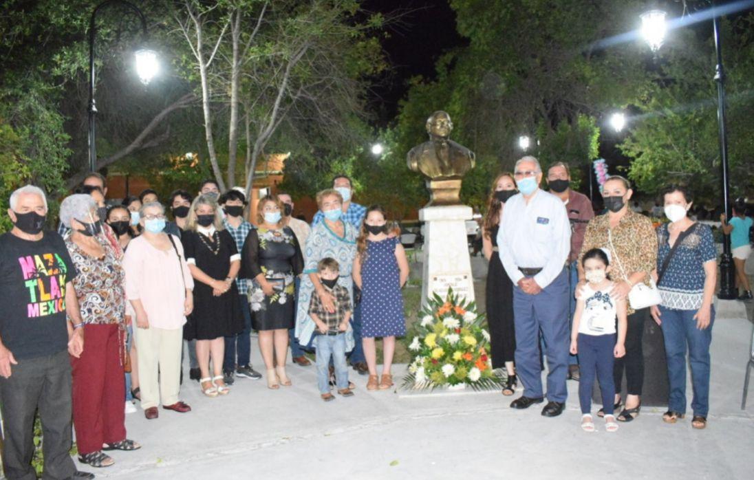 Embellecen en San Buenaventura plazuela en honor al fundador de tradiciones Dr. Heliodoro Rodríguez