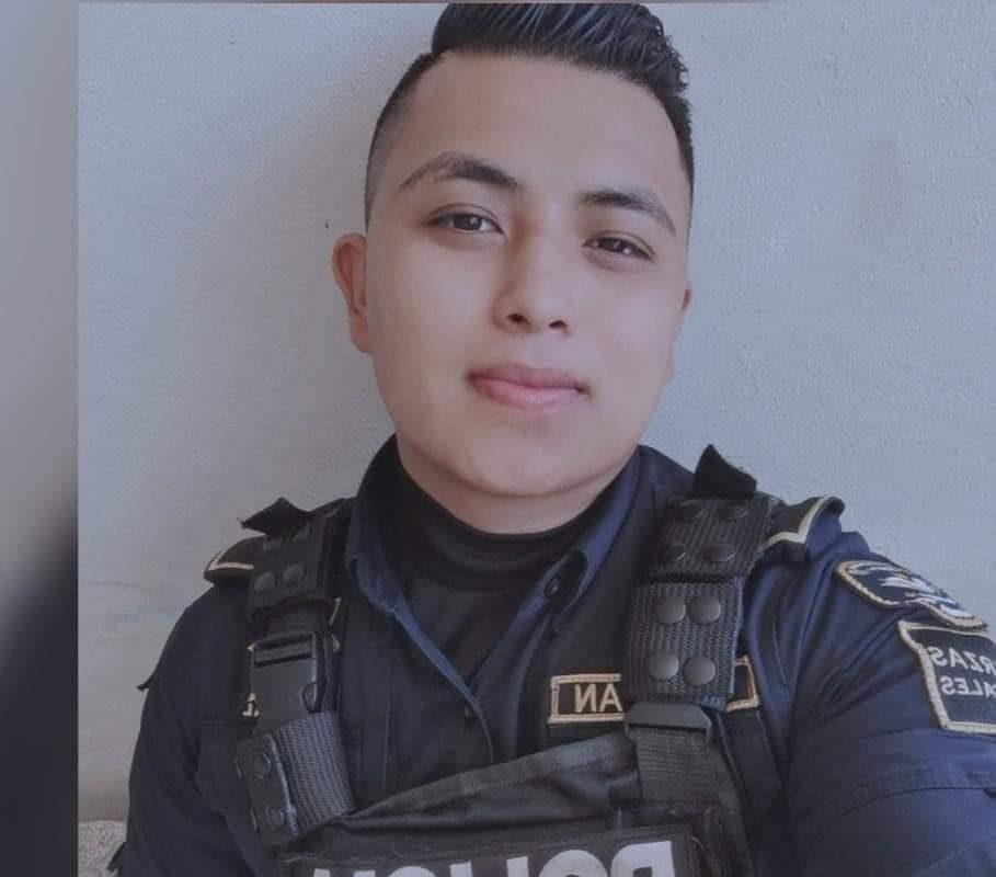 El policía Raúl Adrián murió para salvar a una pequeña de 3 años: Delincuentes asesinaron a su mamita