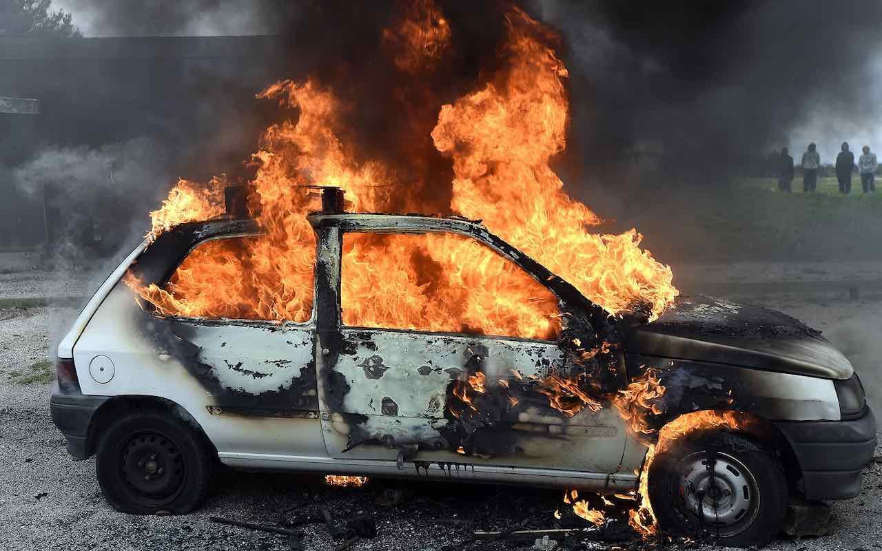 Pirómano suelto en Monclova: Incendió una camioneta durante la madrugada en Los Bosques