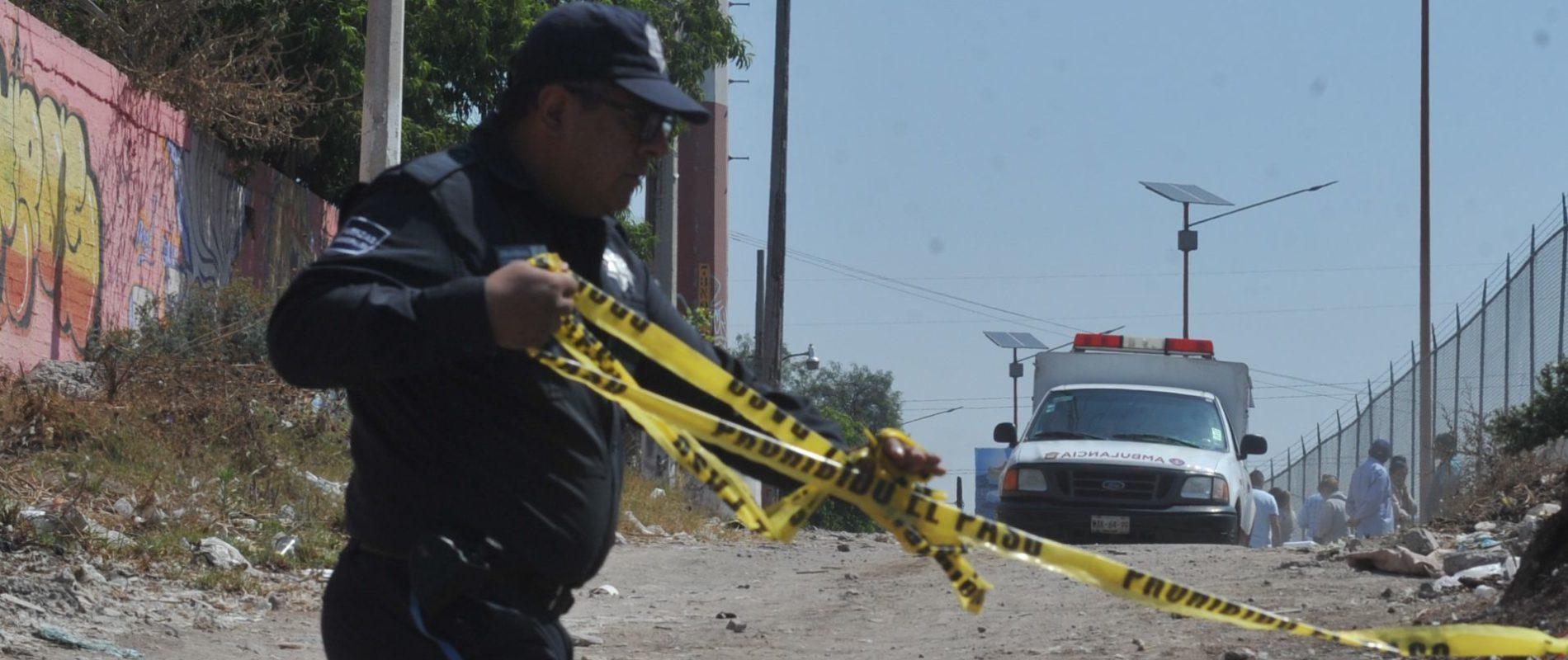 Sicarios asesinan a pareja de adolescentes y dejan narcomanta: Presuntamente eran halcones