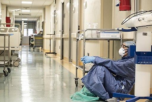 La mayoría de hospitalizados por COVID-19 no están vacunados