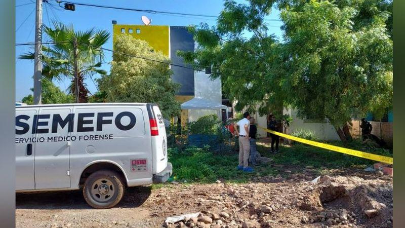 Matan a golpes a mujer embarazada; dejaron el cuerpo desnudo en el patio de su casa