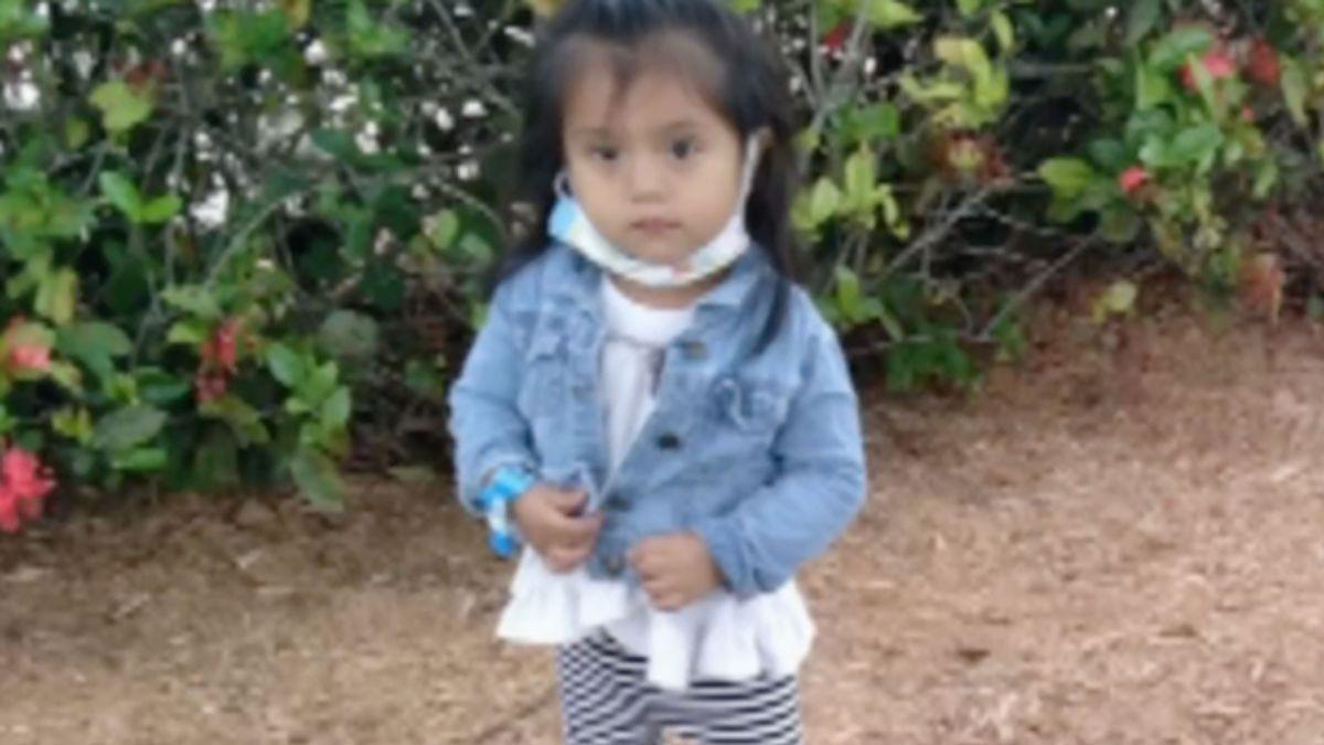 Muere bebita tras pasar 7 horas encerrada en un auto bajo extremas temperaturas: Su niñera se olvidó de ella