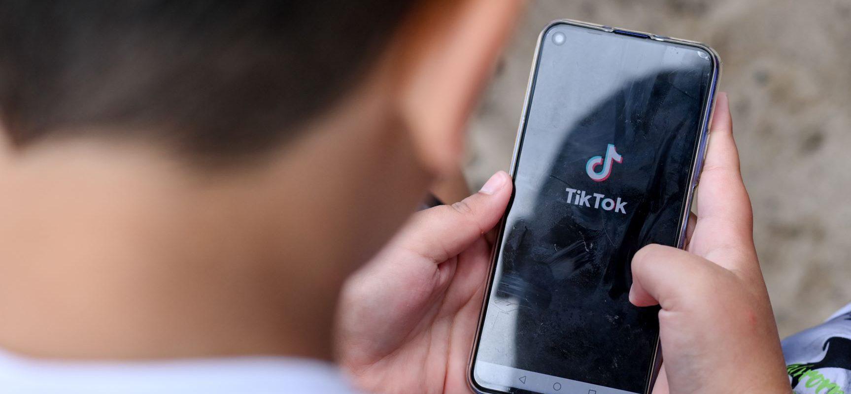 Otro niño perdió la vida por reto de TikTok: El pequeño de 12 años se asfixió al hacer el desafío