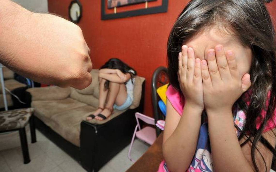 Vivían un infierno en casa: Autoridades rescataron a 4 niños de su madre abusiva tras alerta de los vecinos