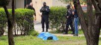 Espanto de ultratumba; encuentran cuerpo sin vida en plaza pública