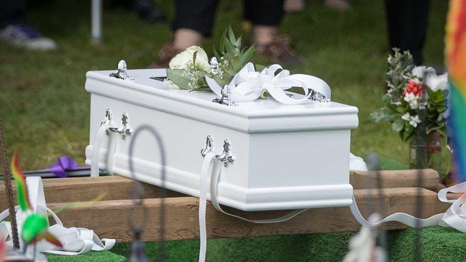 '¡No sabía que estaba embarazada!': joven de 20 años mató a su bebito durante el parto; se desmayó y le cayó encima
